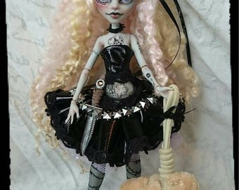 RESERVED For Isabel - 4th Payment* Goldilocks, G.A.W.P Inc OOAK Custom Doll and Mr.Fluffy ( Ghoulia Yelps ) Monster High Repaint