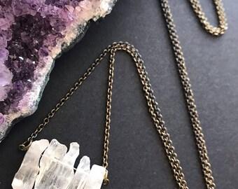 Raw Quartz Pendant Necklace // Natural Stone Necklace // Clear Quartz Necklace // Long Necklace // Quartz Jewelry // Modern Necklace