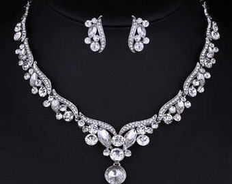 Pretty Crystal Drop Silver Earrings & Necklace Set (Pierced Earrings) NK7019
