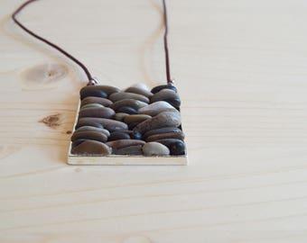 Beach pebble necklace - silver
