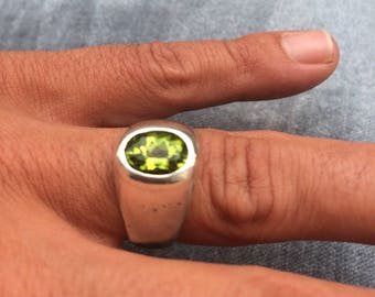 Peridot silver design ring size 58 (US 8)