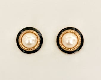 Vintage 80s Black Enamel and Pearl Earrings   GJ2895