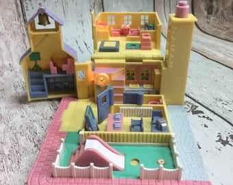 1993 - Polly Pocket Schoolhouse - Pollyville