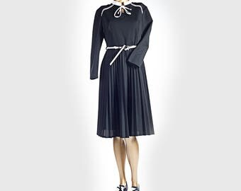 Vintage dress•Mod dress•Pleated dress•Vintage clothing•Black&white dress•Elegant dress•Ascot tie retro 70s elegant dress•VTG secretary dress