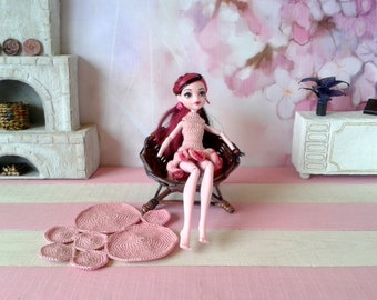 Dollhouse chair for BJD doll. Furniture in 1/6 th inch scale. Miniature wicker fashion chair suitable for 1:12 th, can be made in all scale