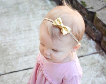 Platnium Gold Bow | Baby headband set, Baby bow Headband, Small Bows, Baby Bows, Newborn headbands, Nylon Headbands,Baby hair bows,