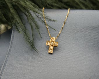 Antique 18K aprox. 0,12ct rosecut diamond cross necklace