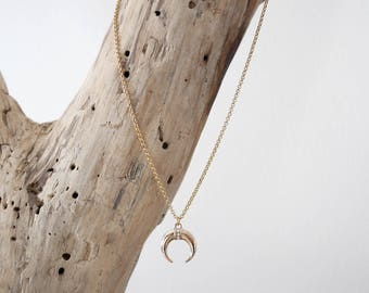 Fine thin chain necklace with small gold half-moon Pendant (or horn pendant) (COCH15)