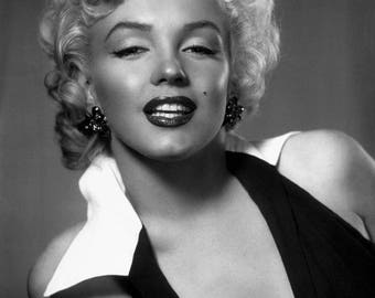 Stunning Marilyn black and white photo on satin in A3 size paper.