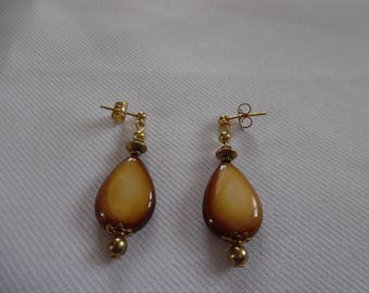 Earrings, caramel, Pearl on gold plated studs.