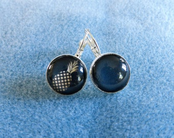 Earrings sleepers and pineapple motif cabochon