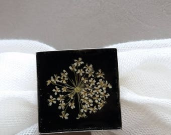 Square ring 2.5 cm, resin and dried flower ivory/Ecru