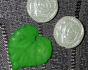 Green beads leaves acrylic 15 mm x 50 PCs