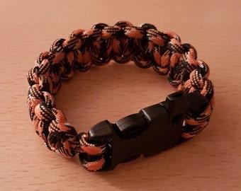 Paracord survival bracelet w/whistle, mans bracelet, wristband, survival wristband, whistle buckle, paracord bracelet, paracord survival.