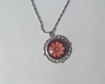 Round glass cabochon motif flower and chain necklace in silver