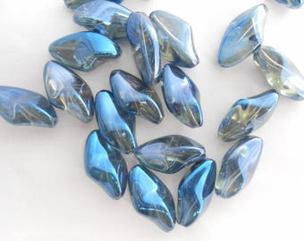 2 glass irregular blue Transparent 23 x 13 mm beads. (9273052)