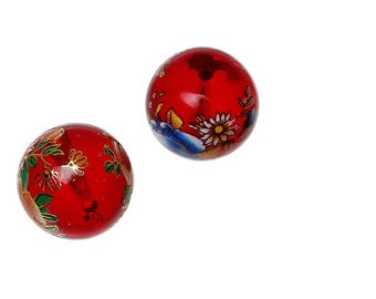 A set of 2 beads 14 mm Tensha glass red flowers.