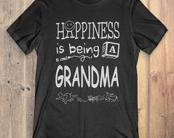Grandma T-shirt: Happiness is being a Grandma gift for Grandma / Mother's Day