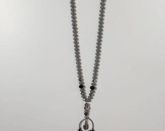 Grey faceted beads necklace.