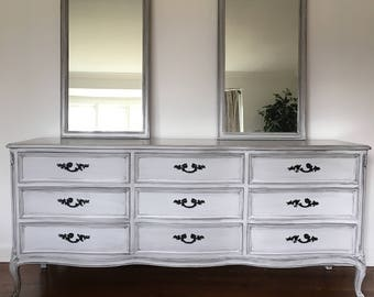 French Provincial Dresser/Mirrors/Chest of Drawers/Vintage