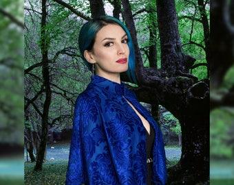 Elisabeth cape, Short cape in electric blue devorè with velvet flower pattern, Fantasy elegant costume
