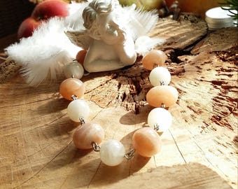 Bracelet pierres véritables naturelles pierres de lune blanches et pêche. Par Angel's signs