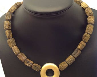 Necklace of bronzite-nuggets with alternating clasp