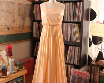 pale peach 70s prom dress with spaghetti straps . 1970s maxi dress, floor length gown, womens size small . beach wedding