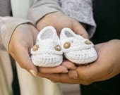 Baby Booties, Cotton baby slippers // Many sizes and colors to choose from // Pregnancy Announcement booties, Baby Shower gift