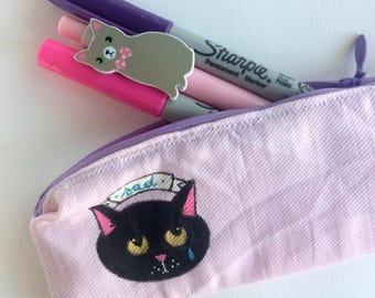Cat Back To School - Astuccio cucito e dipinto a mano - gatto nero Love - scuola - rosa e pois colorati su cotone bianco  pezzo unico  vegan