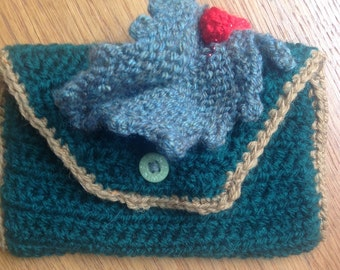 Green holly purse