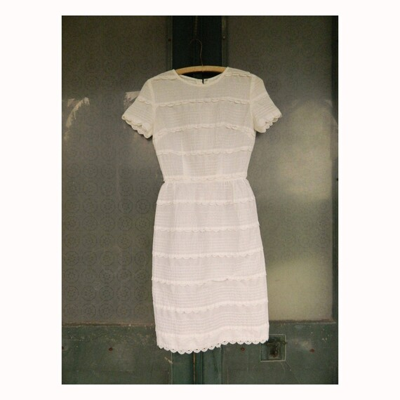 Vintage 1960s Jeanne D'Arc Slim White Pintuck Short-Sleeve Dress XS-S
