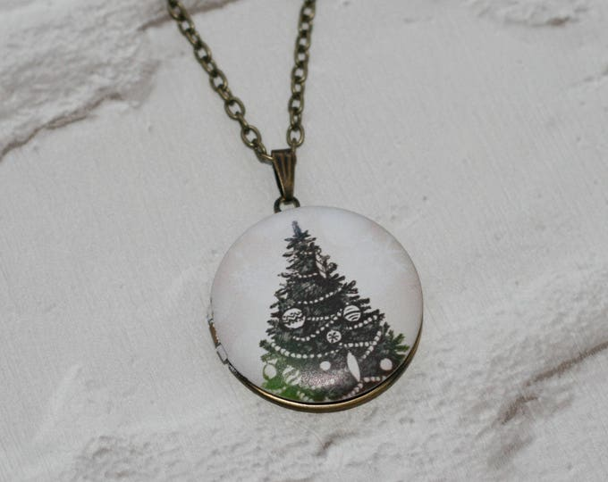 Christmas Tree Locket Necklace, Christmas Necklace, Woodland Jewelry, Christmas Locket