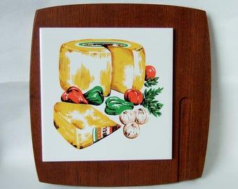 1960s Wyncraft Cheeseboard with Decorative Ceramic Tile set in Teak Wood - Vintage Kitchen Serving Ware