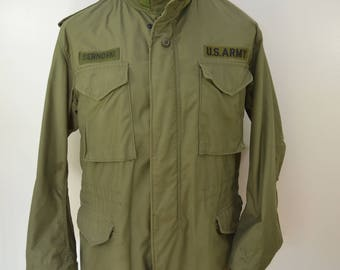 Vintage U.S. ARMY field jacket dated 1975 cold weather with hood size MEDIUM vietnam war
