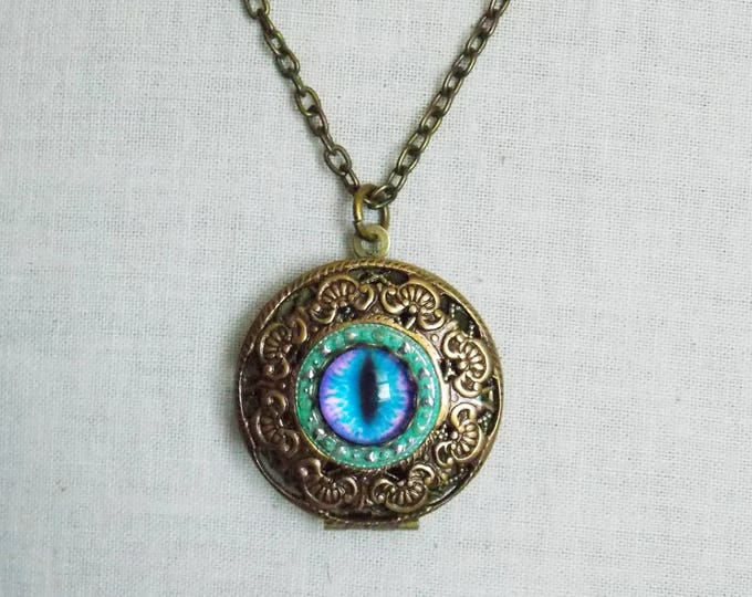 Eye Locket Necklace Dragons Eye Cat's Eye Necklace Antique Brass Filigree Photo Picture Locket Pendant Victorian Locket Boho Jewelry