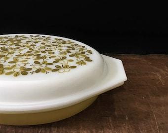 Vintage Pyrex Verde Casserole, Divided Dish, Green Flowers, Yellow-Green, Retro Kitchen
