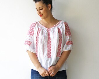 Vintage Peasant Blouse / White and Red Embroidered Peasant Top / Size M L