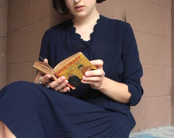 Vintage 1940's Dress // 40s Navy Blue Crepe Scalloped Collar Dress // Pleated Skirt Sides // Cocktail Dress