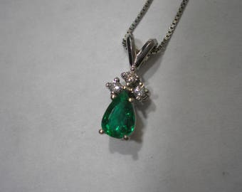 Vintage 14K White Gold Pear Emerald Diamond Accent Pendant Necklace 16 Inches