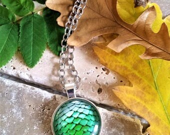 Green Mermaid/Dragon scales pendant necklace - green mermaid jewelry - green dragon fantasy jewelry - green dragon scales necklace - scales
