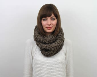 Chunky Knit Infinity Scarf Wool Circle Scarf   THE VIENNA in Barley