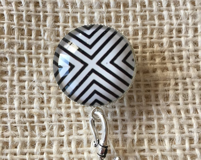 Knitting Pin - Magnetic Knitting Pin for Portuguese Knitting - Black and White