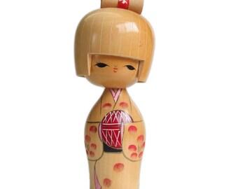 Curvy Mid Century Vintage Kokeshi Doll. Cute Kokeshi Holding a Temari. Hand Carved  Kokeshi. Big Eyes. Wooden Doll. Vintage Japanese. Ningyo