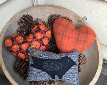 CROW BOWL FILLER - Primitive Pillow Hanger - Wool shelf sitter - Fall Decor