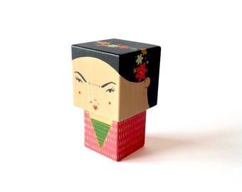 Figurine cubique en bois décorative Frida Kahlo taille M ou L