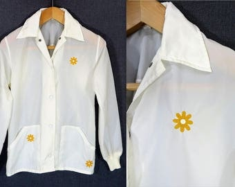 70s White Nylon Windbreaker Shirt. Embroidered Retro Jacket Top. Long Sleeve Blouse, Enamel Snap Buttons Shirt Jacket. Cover Up Coat Size M
