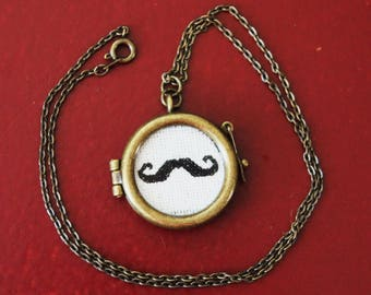 Necklace - Thin Mustache