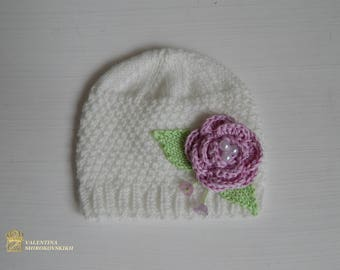 Knitted hat. Beautiful little hat with flowers. Beautiful hat, with the small flowers. Newborn Photo Prop. Newborn gift.