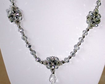 Delicate necklace set in silver and crystal beads